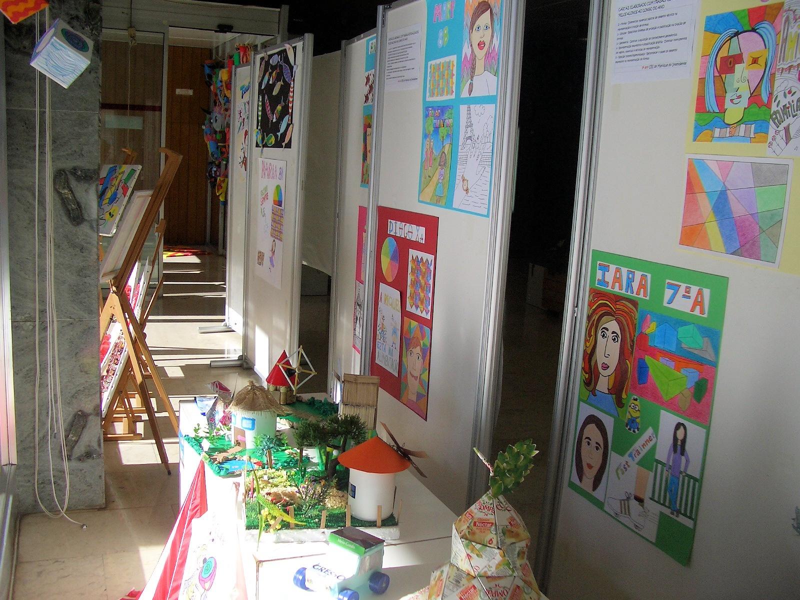 Exposição de trabalhos organizada pelo Agrupamento de Escolas do Alto da Azambuja